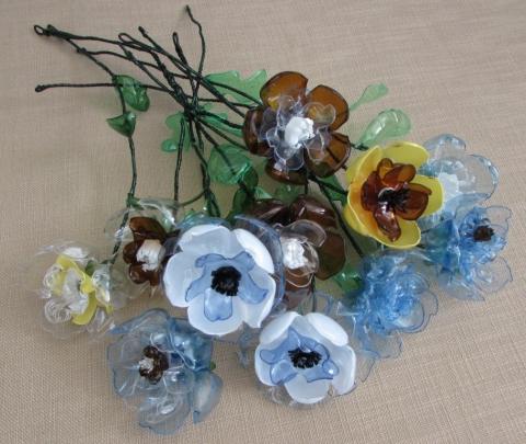 Цветы из донышка пластиковых бутылок | mama-znaet.com Как Делать Цветы из Пластиковых Бутылок